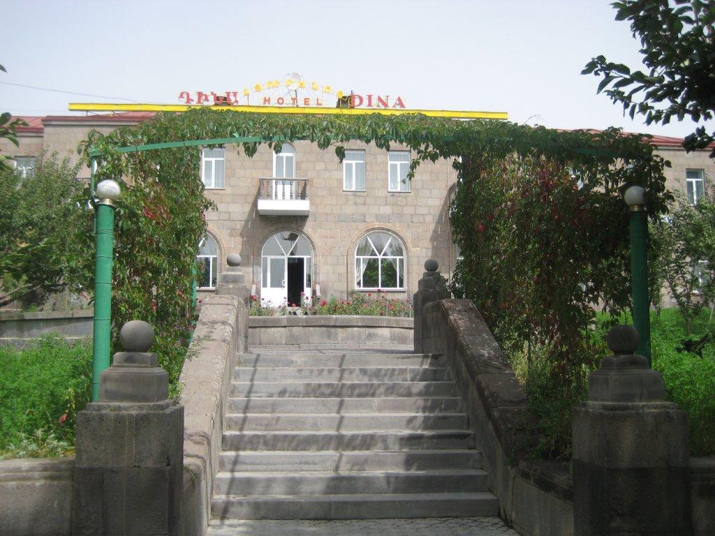Отель Дина