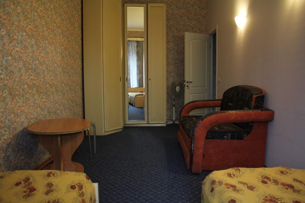 Хостел Толстой Номера с общей ванной комнатой