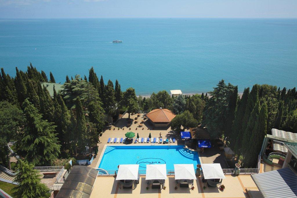 гостиницы с бассейном на море