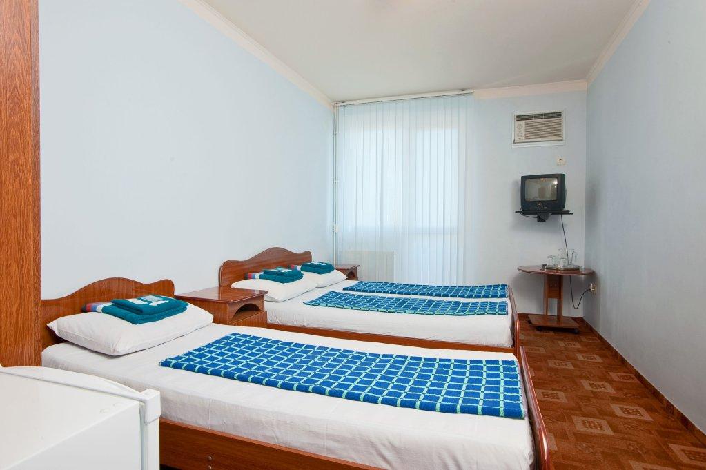 Отель ЛЭНСиС Номера с общей ванной комнатой
