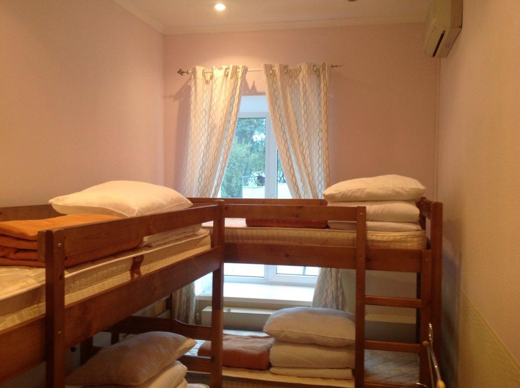 Хостел Taxim de Luxe Кровати в мужском общем номере