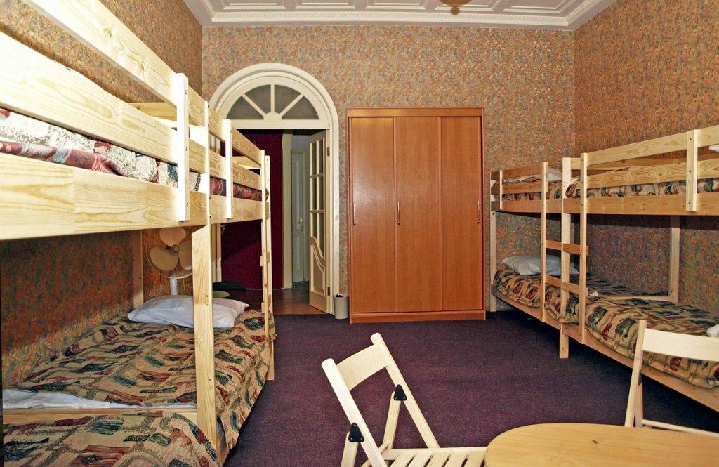 Хостел Толстой Кровати в общем номере