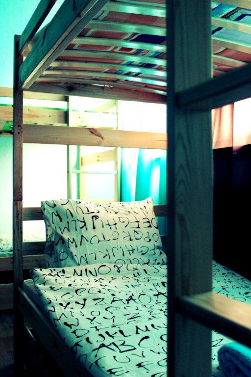Хостел John Lennon Кровати в общем номере