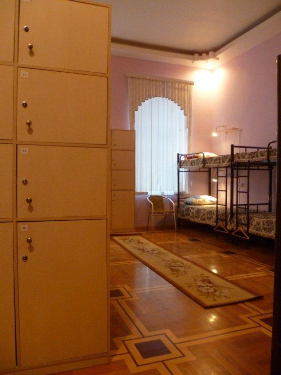 Хостел ТеремОК Кровати в мужском общем номере