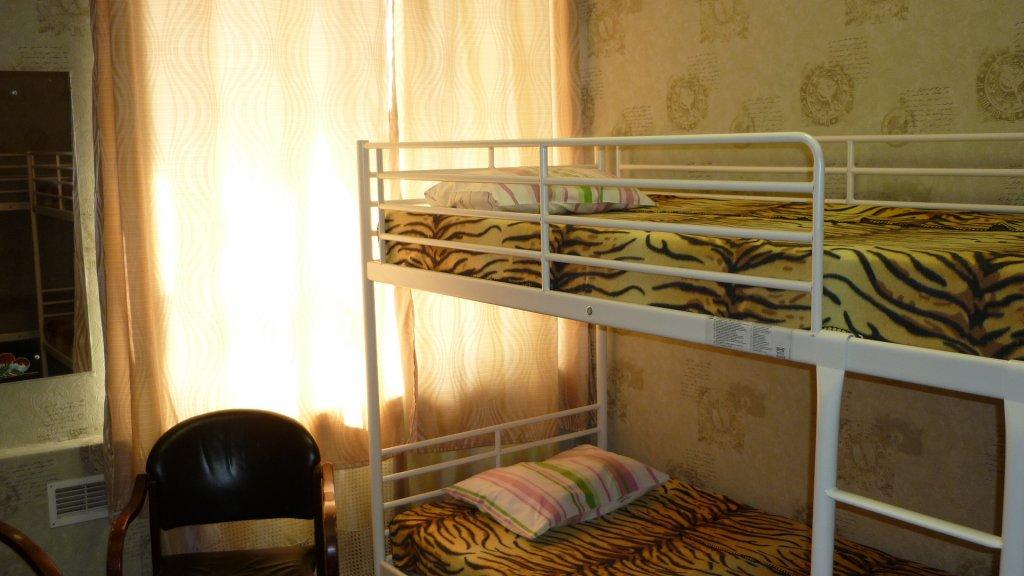 Хостел Artdeson на Басманной Кровати в мужском общем номере