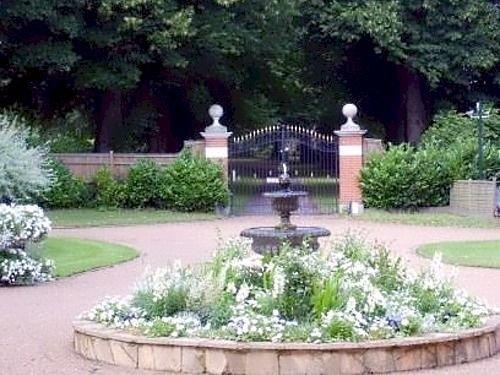 Saltcote Place, Рай