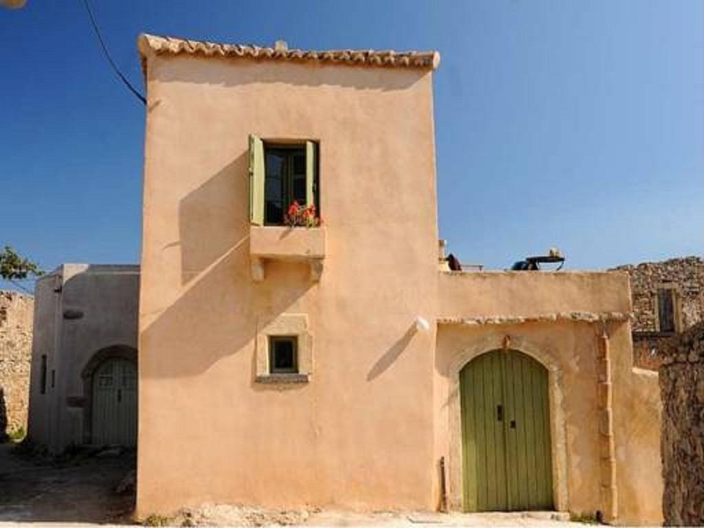 Недвижимость в Китира дом