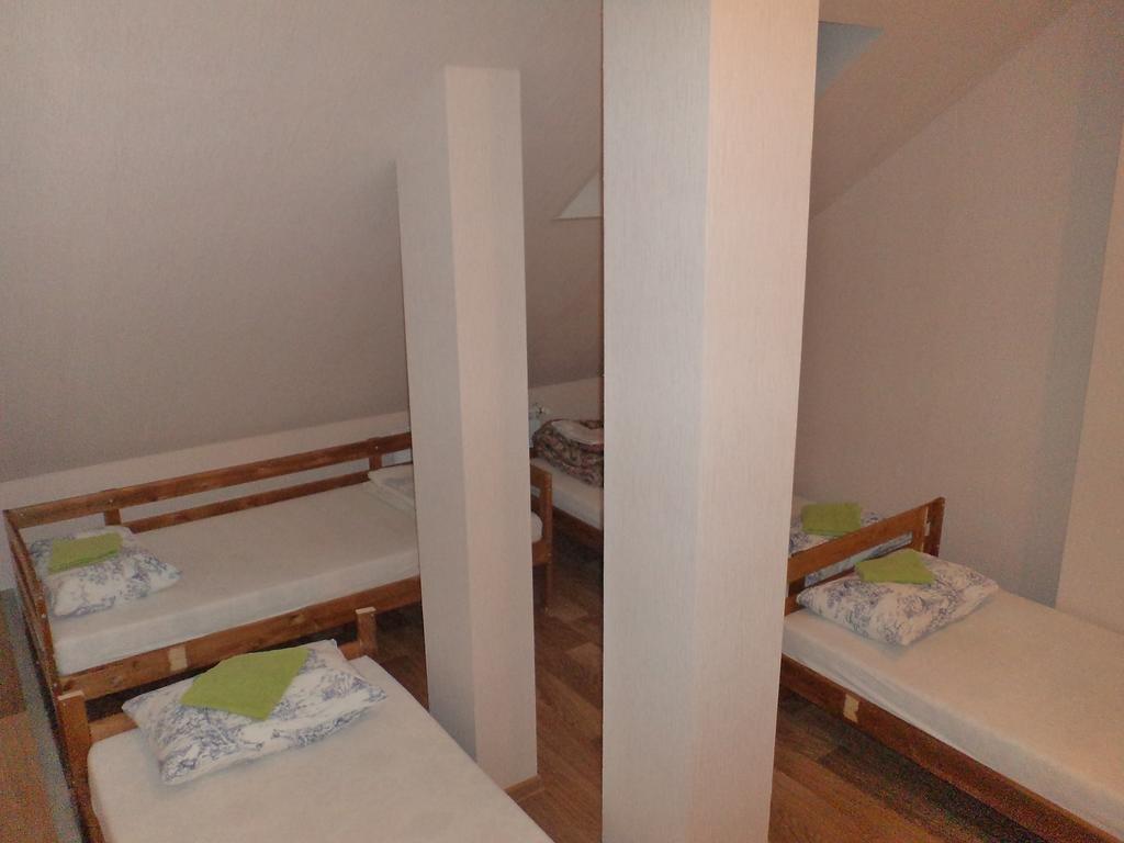 Хостел Green Point Кровати в общем номере