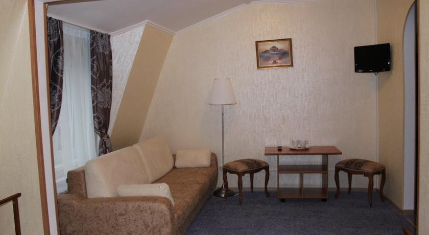 Отель  Лут, Лобня