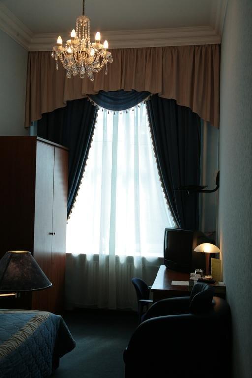 цены гостиницы варшава москва