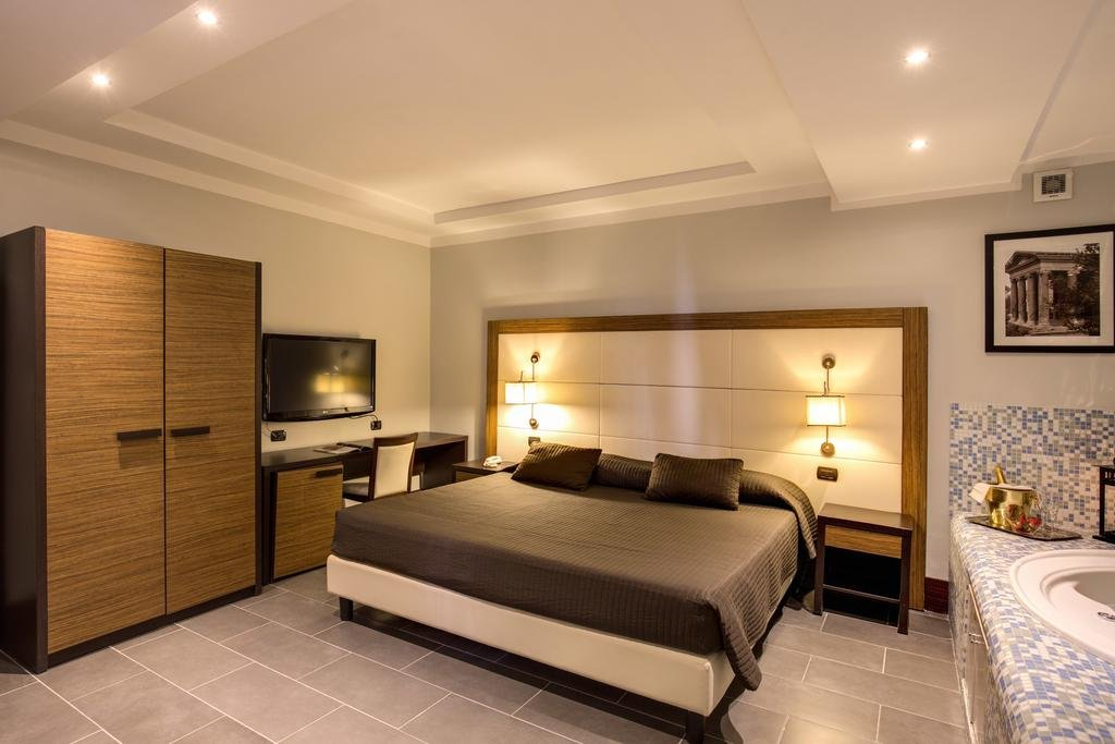 Отель The Strand Люксы