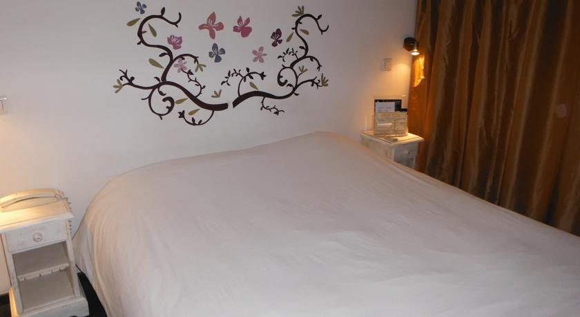 Savoie Hotel, Сен-Жульен-ан-Женевуа