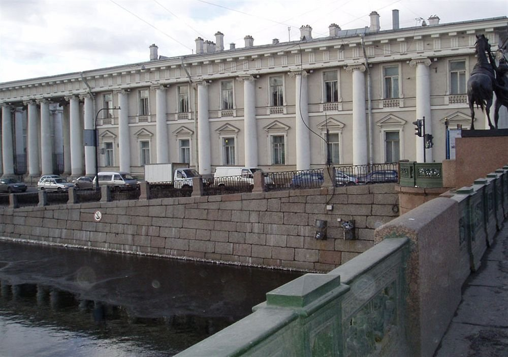 Anichkov Bridge Living Quarters
