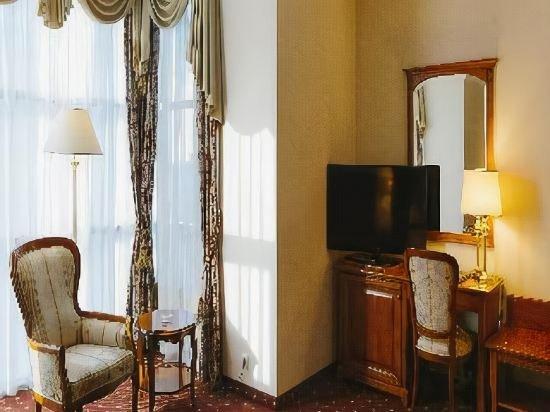 Emerald Grand Hotel