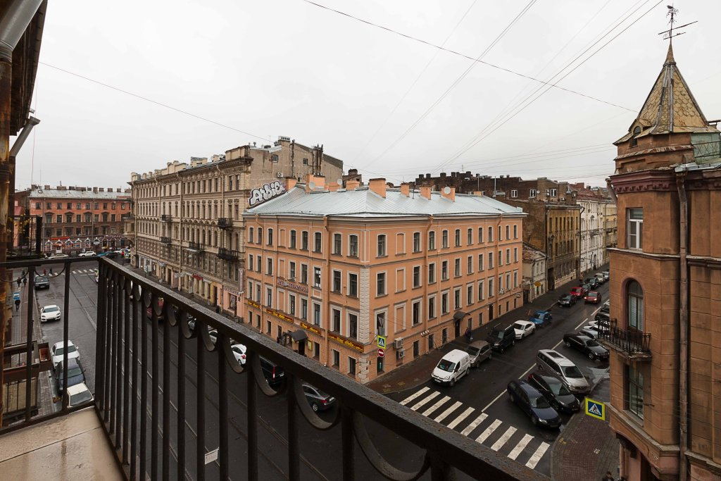 On Kolokolnoy Apartments