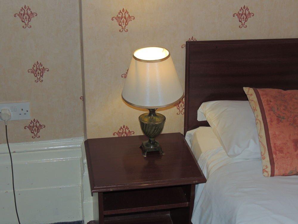 Отель Dolphin Hotel в Лондоне