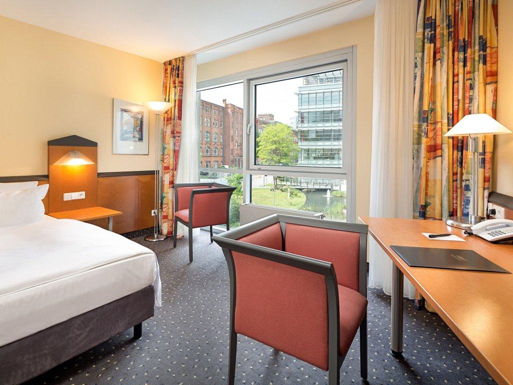 К чему снится гостиница – поездка, командировка.