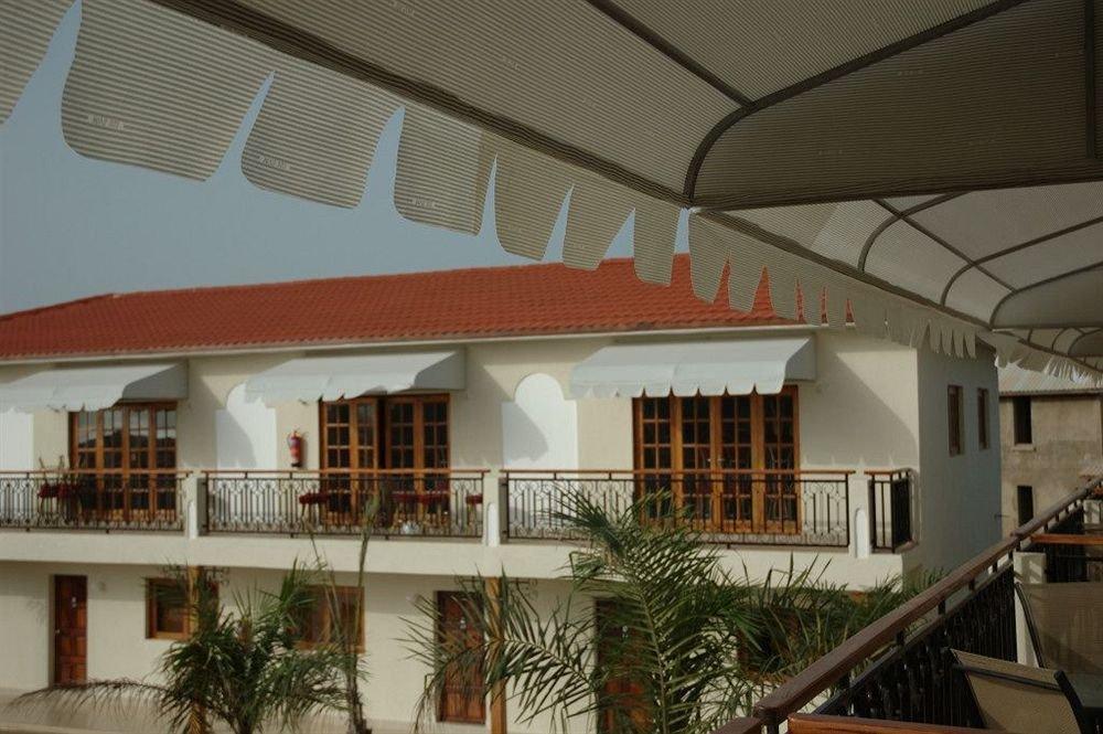 Отель Dunes Resort Hotel в Серекунде