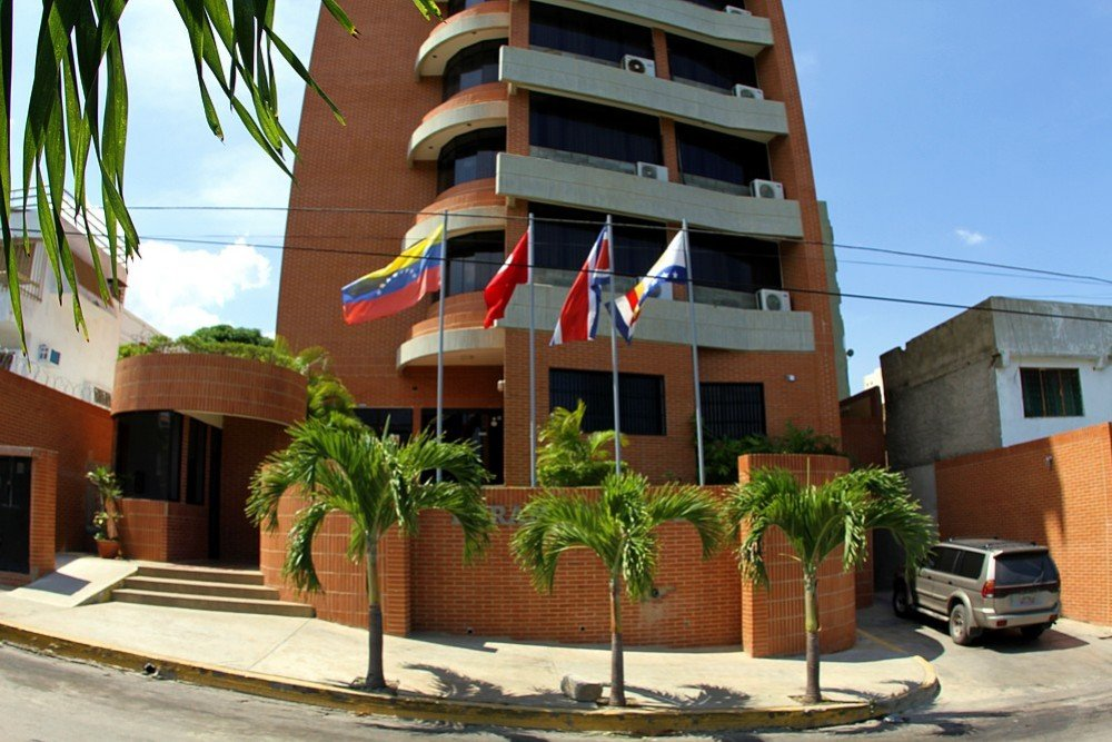 Отель Miramar Suites в Катиа-Ла-Маре