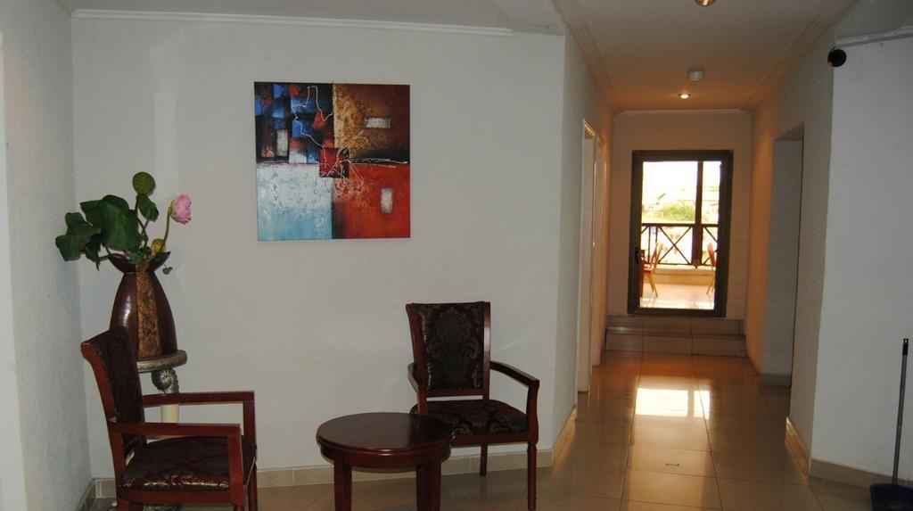 Отель Hibiscus Louis в Либревиле