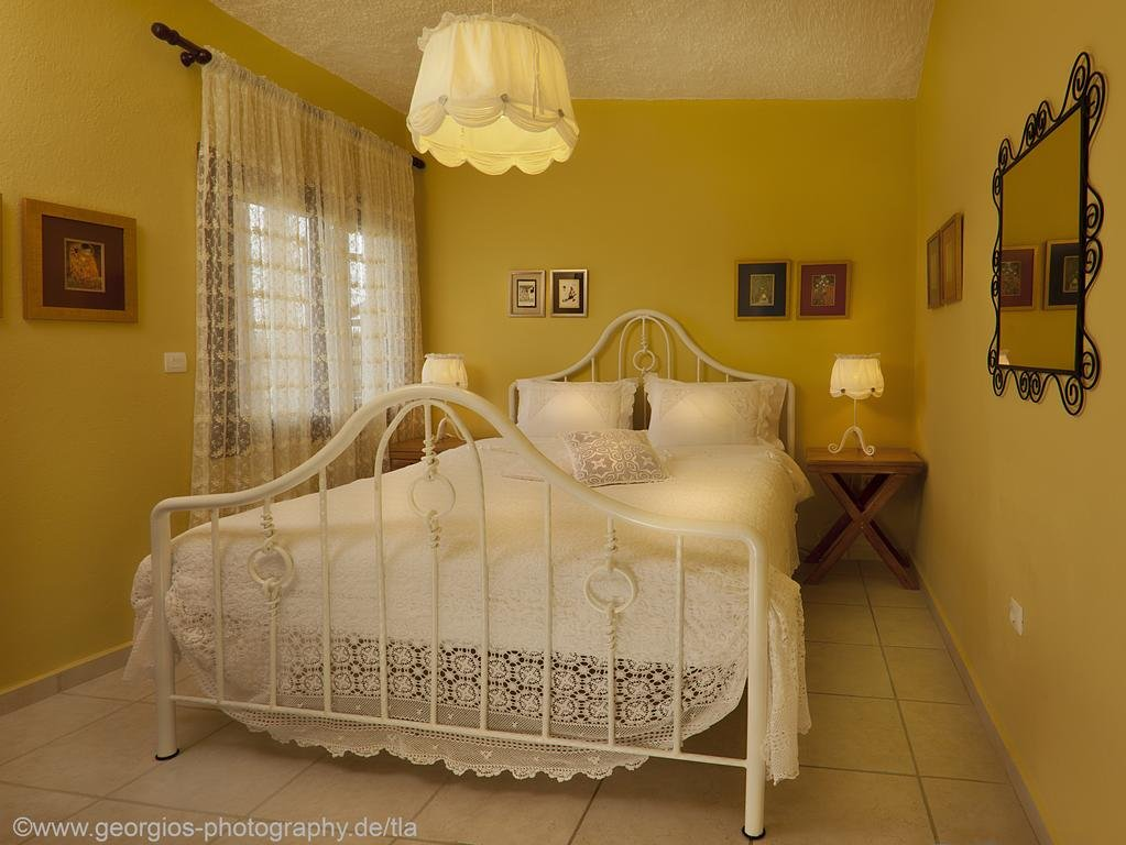 Buy a cheap house in the island Ormos Panagias with sea views