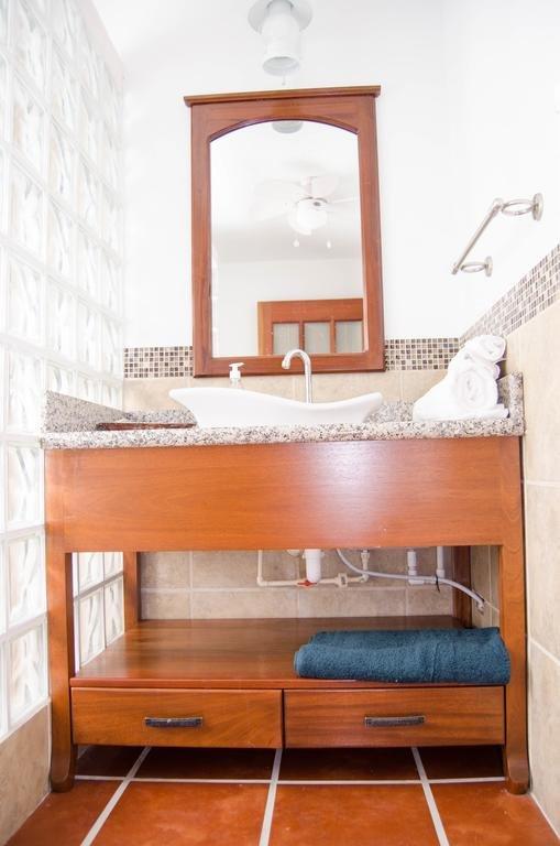 Отель Bamboleo Inn Belize в Сент-Джордж-Кей