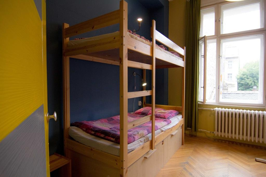 naked-dormitory