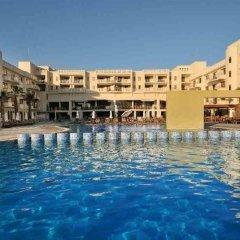 Отель Capital Coast Resort & Spa бассейн