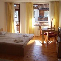 Апартаменты Four Leaf Clover Apartments комната для гостей