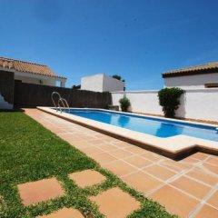 Отель Casas Con Piscina En Roches Испания, Кониль-де-ла-Фронтера - отзывы, цены и фото номеров - забронировать отель Casas Con Piscina En Roches онлайн бассейн