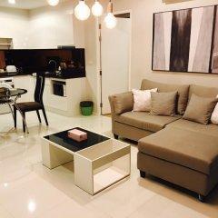 Отель The Up Ekamai By Max Бангкок комната для гостей