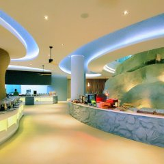 Отель Crest Resort & Pool Villas интерьер отеля фото 3