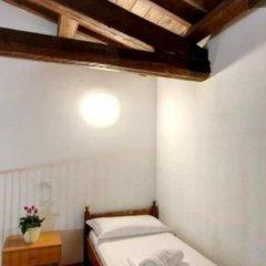 Hostel Marina сейф в номере