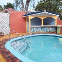 Отель Tropical Court Resort Near Montego Bay Airport бассейн фото 2
