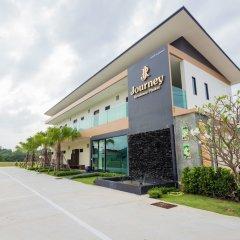 Отель Journey Residence Phuket парковка