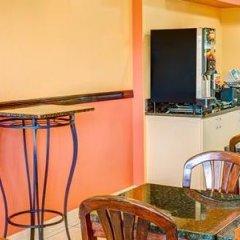 Отель Baymont Inn & Suites Orlando - Universal Studios гостиничный бар