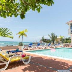 Отель Pipers Cove - Runaway Bay бассейн