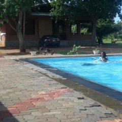 Отель Guestupana Lake Resort бассейн