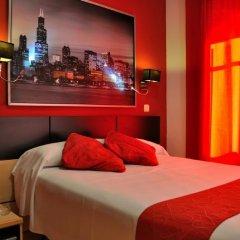 Отель Hostal Falfes сейф в номере
