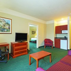 Отель La Quinta Inn & Suites Covington удобства в номере
