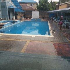 Ozom Hotel бассейн