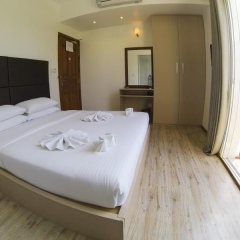 Отель Airport Comfort Inn Maldives Мале комната для гостей фото 4
