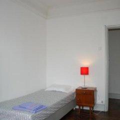 Отель Lisbon Economy Guest Houses Old Town I сейф в номере