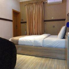 Отель Euro Lounge and Suites комната для гостей