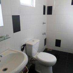 Отель Vista Rooms Romana Rest Шри-Ланка, Катарагама - отзывы, цены и фото номеров - забронировать отель Vista Rooms Romana Rest онлайн ванная фото 2