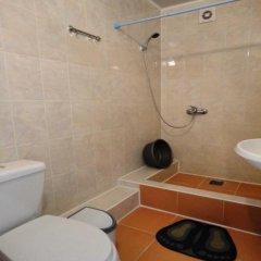 Гостиница Sankt Peterburg Hotel в Джемете отзывы, цены и фото номеров - забронировать гостиницу Sankt Peterburg Hotel онлайн ванная фото 2