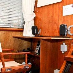 Отель Dutch Canal Boat Нидерланды, Амстердам - отзывы, цены и фото номеров - забронировать отель Dutch Canal Boat онлайн сейф в номере