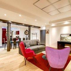 Отель Duplex vue Seine quai des grands Augustins интерьер отеля