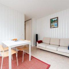 Апартаменты Helsinki downtown apartments комната для гостей фото 3