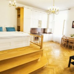 Апартаменты Apartment by the Old Town Square комната для гостей